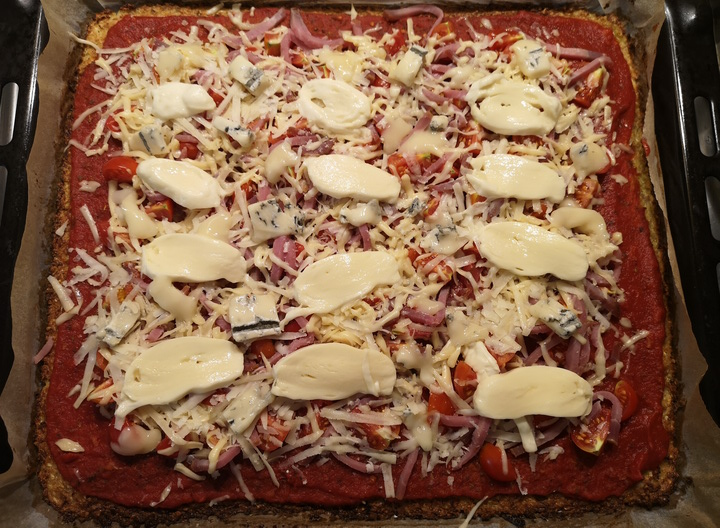 Zoldsegtesztas pizza sajttal