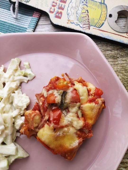 Zoldsegtesztas pizza salataval